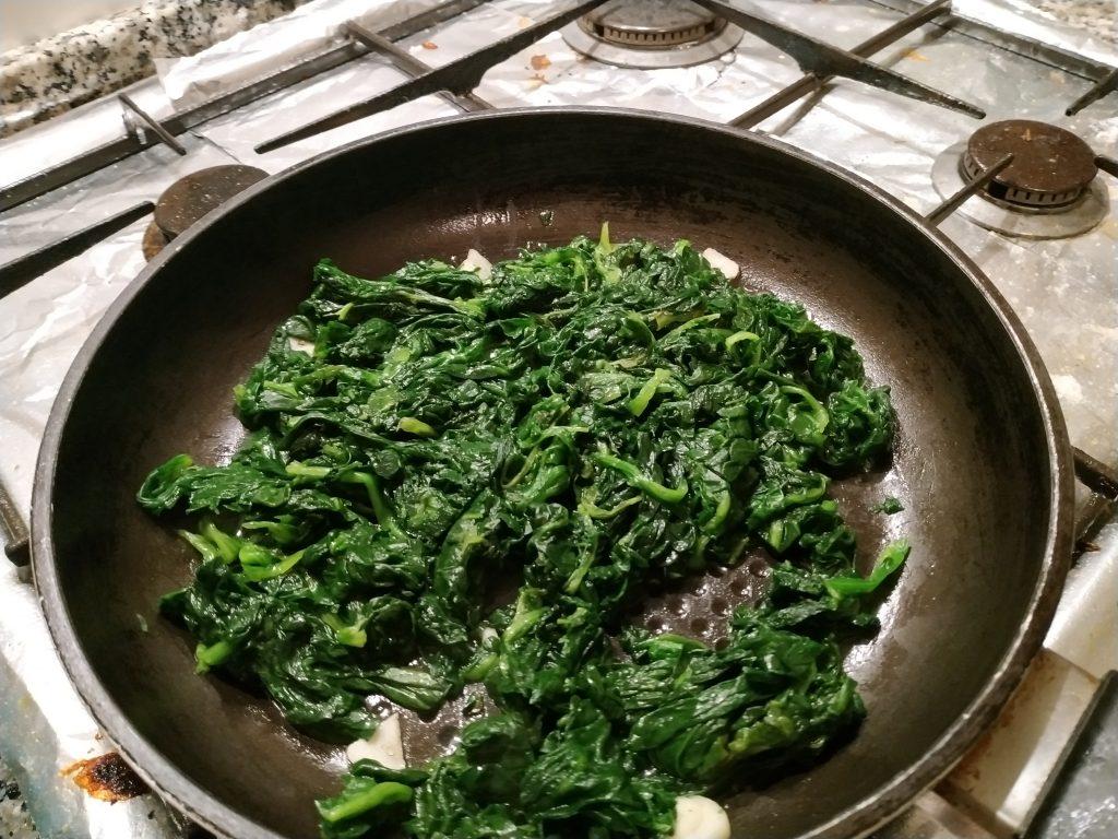 recepta pasta fullada amb salmó i espinacs