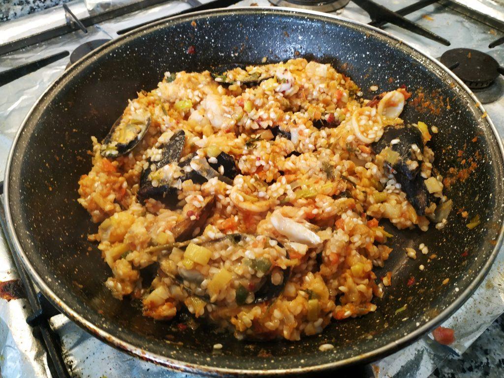 recepta paella peix i alls tendres