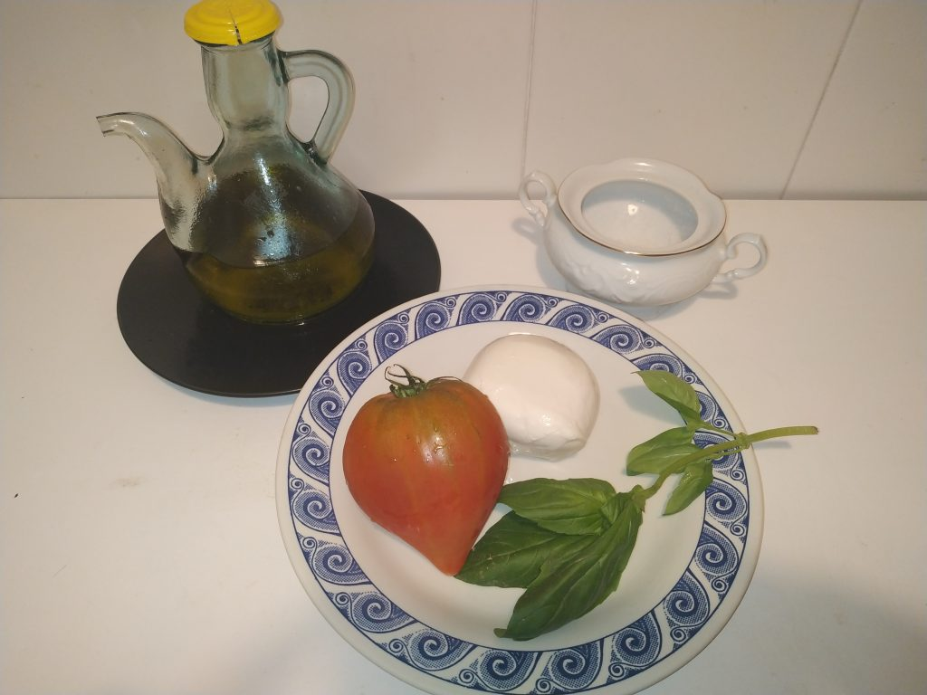 ingredients ensalada caprese